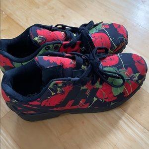 Women's Adidas Torsion shoes 🌹